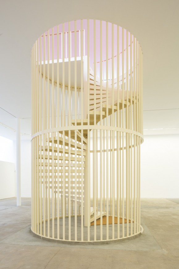 <p>Hanne Lippard, <em>Flesh</em>, 2016, Installationsansicht KW Institute for Contemporary Art, Courtesy die Künstlerin und LambdaLambdaLambda, Prishtina, Foto: Frank Sperling</p>