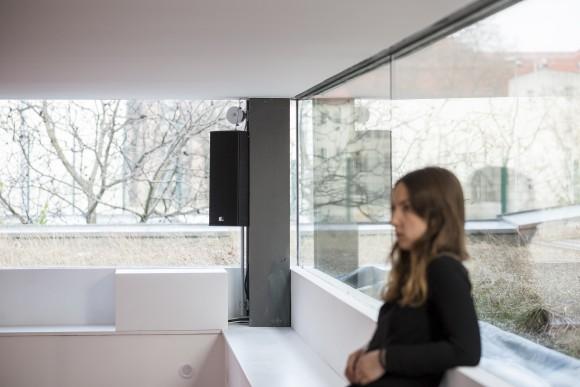 Hanne Lippard, Flesh, 2016, Courtesy die Künstlerin und LambdaLambdaLambda, Prishtina; Installationsansicht KW Institute for Contemporary Art, Foto: Frank Sperling