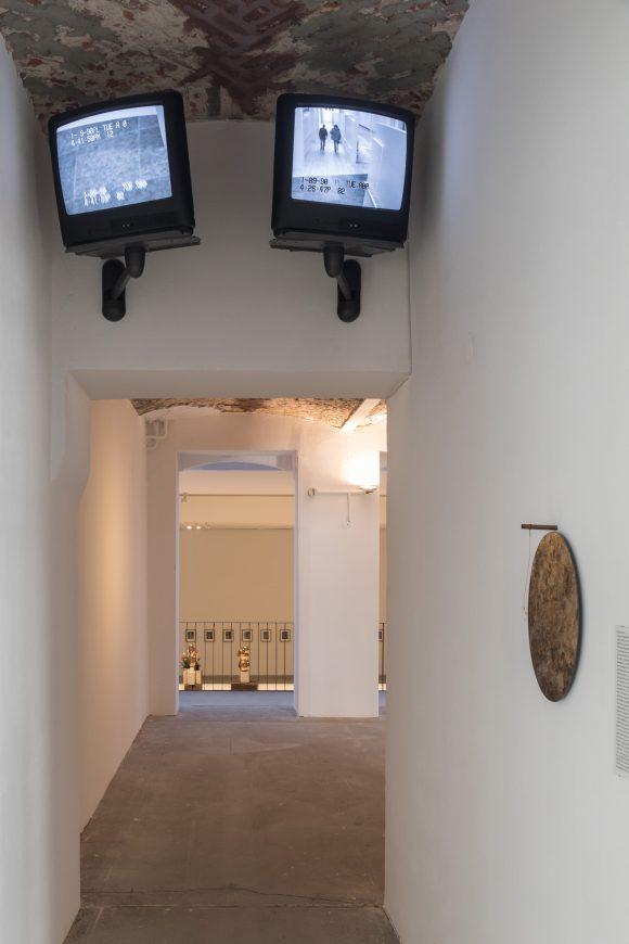 <i>Enemy of the Stars: Ronald Jones im Dialog mit David Hammons, Louise Lawler, Helmar Lerski, und Julia Scher</i>, Installation view KW Institute for Contemporary Art, Berlin 2017, Photo: Frank Sperling