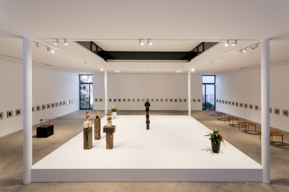 <p>Enemy of the Stars: Ronald Jones im Dialog mit David Hammons, Louise Lawler, Helmar Lerski und Julia Scher, Installationsansicht KW Institute for Contemporary Art, 2017, Foto: Frank Sperling</p>