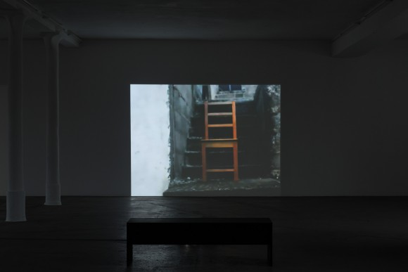 Mavis Tetteh-Ocloo, Seat/Sit, Installation view KW Institute for Contemporary Art, 2017, Photo: Frank Sperling