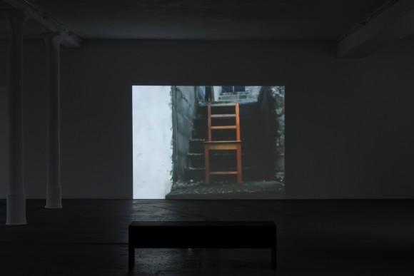 Mavis Tetteh-Ocloo, Seat/Sit, Installationsansicht KW Institute for Contemporary Art, 2017, Foto: Frank Sperling