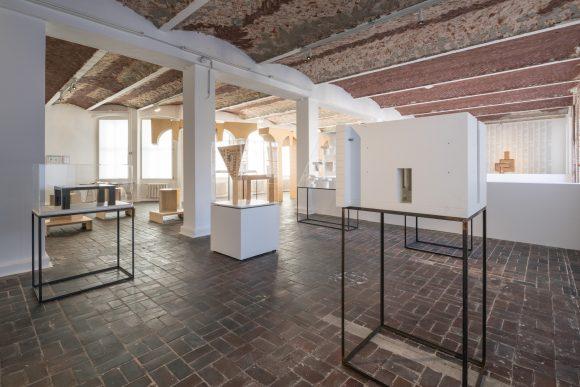 Trix & Robert Haussmann, Installationsansicht <i>The Log-O-Rithmic Slide Rule: A Retrospective</i> KW Institute for Contemporary Art, Foto: Frank Sperling
