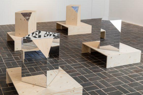 Trix & Robert Haussmann, <i>Boxes</i>, 2016, Courtesy MANIERA, Brüssel, Installationsansicht KW Institute for Contemporary Art, Berlin 2017, Foto: Frank Sperling