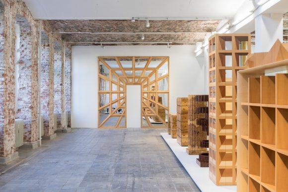 <p>Trix & Robert Haussmann, Installationsansicht <em>The Log-O-Rithmic Slide Rule: A Retrospective </em>KW Institute for Contemporary Art, Foto: Frank Sperling</p>
