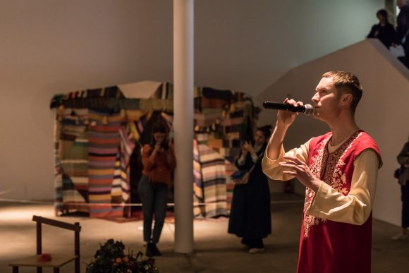 Ebe Oke, <i>FIELD</i>, 2015, Courtesy the artist, performance in conjunction with the exhibition AA Bronson <i>Garten der Lüste</i>, 2018, KW Institute for Contemporary Art, Photo: Frank Sperling