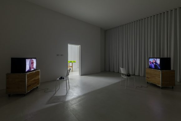 <p>Beatrice Gibson, <em>Prelude:CA, Prelude:Eileen,</em> 2018, Installationsansicht in der Ausstellung KW Production Series, KW Institute for Contemporary Art in der Julia Stoschek Collection Berlin, 2018, Courtesy die Künstlerin, Foto: Frank Sperling</p>