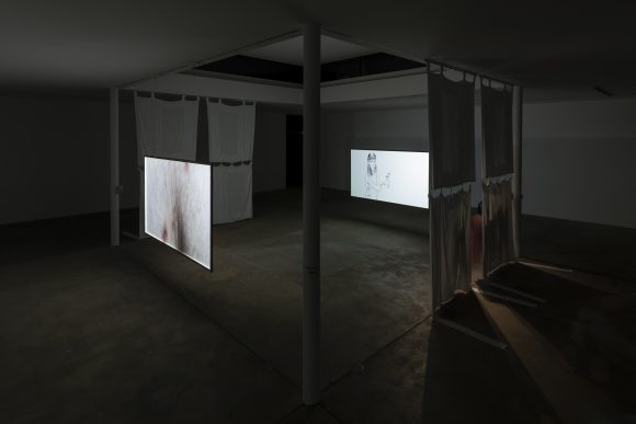 <p>Evelyn Taocheng Wang, <em>Hospital Conversations</em>, <em>Three Versions of Change</em>, 2018, Installationsansicht in der Ausstellung <em>What is he afraid of?</em>, KW Institute for Contemporary Art, 2018, Courtesy die Künstlerin und Galerie Fons Welters, Foto: Frank Sperling </p> <p> </p>