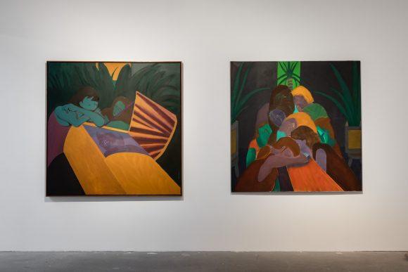 Beatriz González, <i>Ventana entreabierta</i> (links), 2001, <i>Dolores</i> (rechts), 2000, Installationsansicht in der Ausstellung <i>Retrospective 1965–2017</i>, KW Institute for Contemporary Art, Berlin 2018, Foto: Frank Sperling