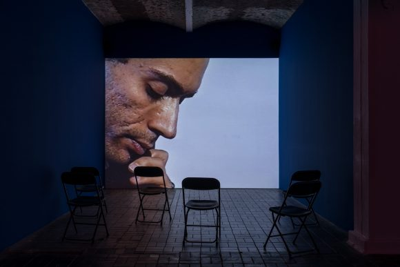 <p>Reza Abdoh, <em>Reza Room, </em>2018, Standbild aus Video, Installationsansicht in der Ausstellung <em>Reza Abdoh, </em>KW Institute for Contemporary Art, Berlin, 2019, Courtesy Adam Soch und the Estate of Reza Abdoh, Foto: Frank Sperling</p>