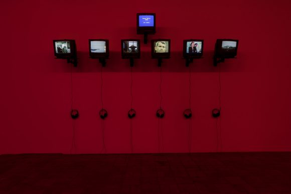 Reza Abdoh, Peep Show 1–6, 1988, Standbilder aus Videos, Installationsansicht in der Ausstellung Reza Abdoh, KW Institute for Contemporary Art, Berlin, 2019, Courtesy Adam Soch und the Estate of Reza Abdoh, Foto: Frank Sperling