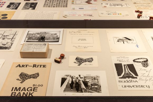 <p>Image Bank: Jahresbericht, Bildanfragen und Postsendungen, Archivmaterial, Installationsansicht in der Ausstellung, KW Institute for Contemporary Art, Berlin, 2019, Courtesy Morris/Trasov Archive, Morris and Helen Belkin Art Gallery, University of Britsh Columbia (CA), Foto: Frank Sperling</p>