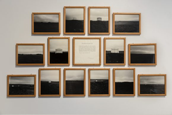 Hreinn Friðfinnsson, <i>Five Gates of the South Wind</i>, 197–1972, Installationsansicht <i>To Catch a Fish with a Song: 1964–Today</i> in den KW Institute for Contemporary Art, Berlin, 2019, Courtesy Le Centre Pompidou, Paris, Foto: Frank Sperling