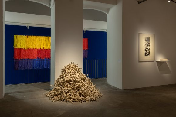 Hassan Sharif, Installationsansicht, KW Institute for Contemporary Art, Berlin 2020, Foto: Frank Sperling