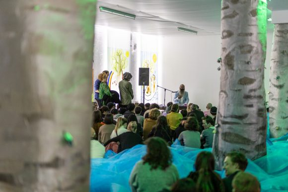 Kyp Malone Lemsalu, Eröffnungs-Performance, KW Institute for Contemporary Art, Berlin 2020, Foto: Frank Sperling