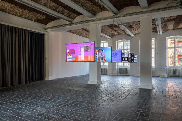 Yazan Khalili, Medusa, 2020, Installationsansicht, KW Institute for Contemporary Art, Berlin 2020, Foto: Frank Sperling