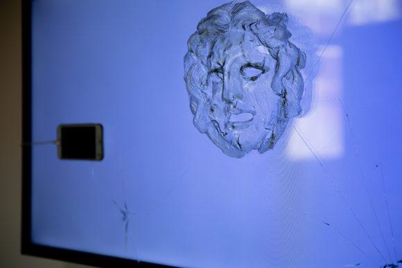 <p>Yazan Khalili, <em>Medusa</em> (Detail), 2020, Installationsansicht der Ausstellung <em>Mophradat's Consortium Commissions: Jasmina Metwaly & Yazan Khalili</em> in den KW Institute for Contemporary Art, Berlin 2020, Courtesy der Künstler und Mophradat, Foto: Frank Sperling</p>