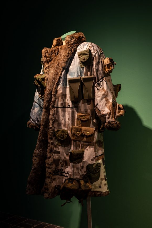 <p>Jasmina Metwaly, <em>Untitled</em> (Detail), 2019–2020, Installationsansicht der Ausstellung <em>Mophradat's Consortium Commissions: Jasmina Metwaly & Yazan Khalili</em> in den KW Institute for Contemporary Art, Berlin 2020, Courtesy die Künstlerin und Mophradat, Foto: Frank Sperling</p>