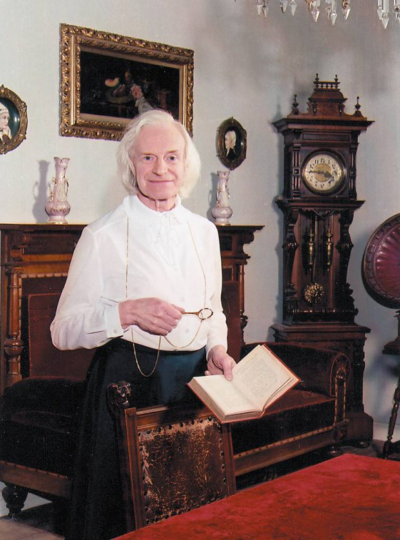 <p>Porträt Charlotte von Mahlsdorf, Quelle: www.gruenderzeitmuseum.de</p>
