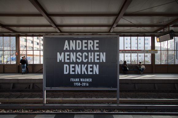 <p><em>ANDERE MENSCHEN DENKEN (Frank Wagner 1958–2016), Alfredo Jaar, TIES, TALES AND TRACES. </em><em>Dedicated to Frank Wagner, </em>KW Institute for Contemporary Art, 2019, Foto: Christin Lahr</p>