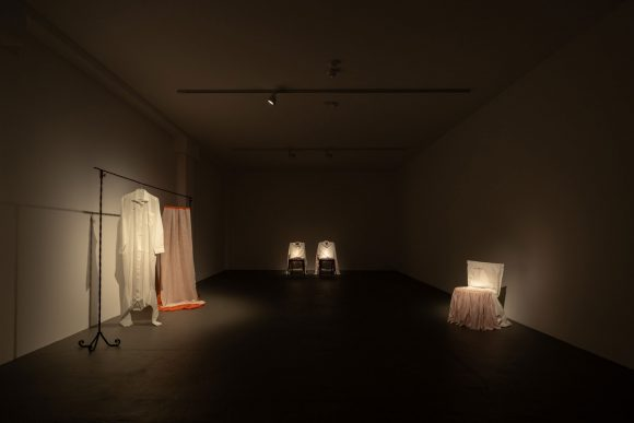 Leonilson, <i>Instalação sobre duas figuras</i>, 1993; Installation view of <i>Leonilson Drawn 1975–1993</i> at KW Institute for Contemporary Art, Berlin 2020; Courtesy Projeto Leonilson; Photo: Frank Sperling