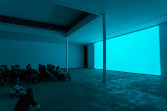 Margaret Honda, Spectrum Reverse Spectrum, 2014, Courtesy Grice Bench, Los Angeles, Installationsansicht KW Institute for Contemporary Art, 2017, Foto: Frank Sperling