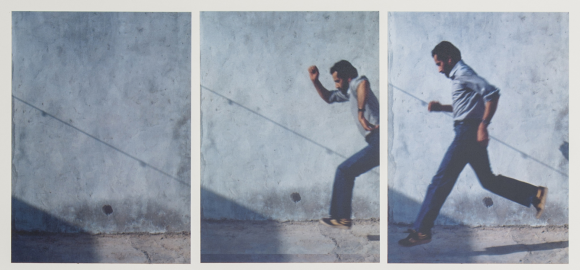 <p>Hassan Sharif, <em>Jumping No. 1</em>, 1983. 3 von 7 Fotografien, Fotodokumentation einer Performance in Dubai, Courtesy Estate of Hassan Sharif; Alexander Gray Associates, New York; gb agency, Paris; Gallery Isabelle van de Eynde, Dubai</p>