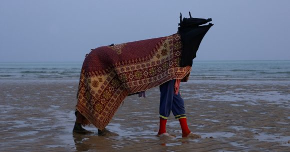 <p>Film-Still von Alia Farid, <em>At the Time of the Ebb</em>, 2019, Courtesy die Künstler*in, Galerie Imane Farès, Paris, Sharjah Art Foundation</p>