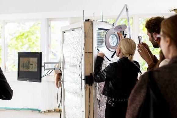 BeeCoin, Bienenstock-Prototyp aus Fenstern from HDS ©VictoriaTomaschko