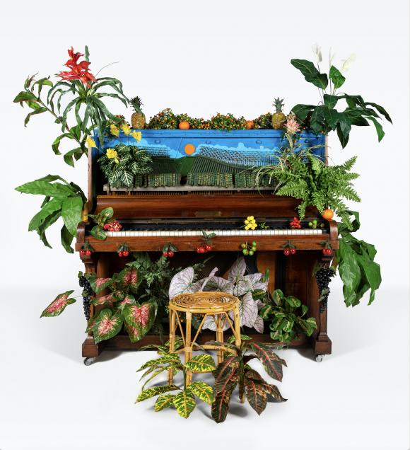 <p>Benjamin Patterson, Piano d'oiseux tropical, 1989, Courtesy Archivio Conz, Berlin, photo: GiorgiaPalmisano</p>
