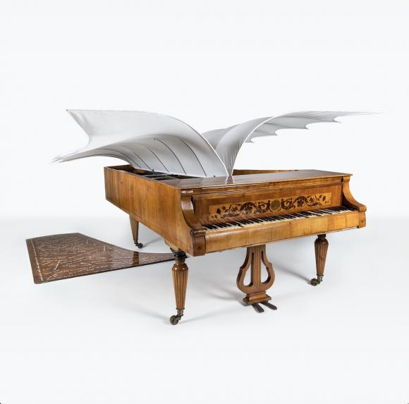 <p>Esther Ferrer, Piano con alas, 1986, Courtesy Archivio Conz, Berlin, photo: Giorgia Palmisano</p>