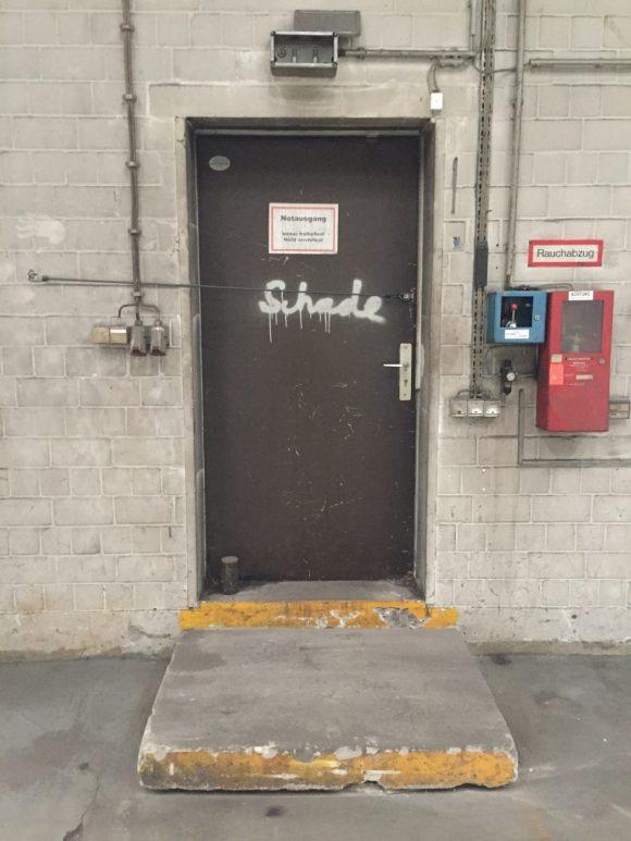 <p>Fire exit in the former car workshop of Robben & Wientjes, Prinzenstraße, photo: Katja Zeidler</p>