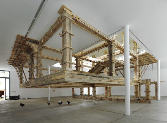 <p>Petrit Halilaj, <em>The places I'm looking for, my dear, are utopian places, they are boring and I don't know how to make them real</em>; Installationsansicht der 6. Berlin Biennale für zeitgenössische Kunst, Berlin 2010; Courtesy der Künstler; Foto: Uwe Walter</p>