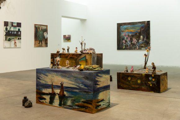 <p>Amelie von Wulffen, Installationsansicht der Ausstellung <em>Amelie von Wulffen</em> in den KW Institute for Contemporary Art, Berlin 2020, Courtesy die Künstlerin; Foto: Frank Sperling</p>