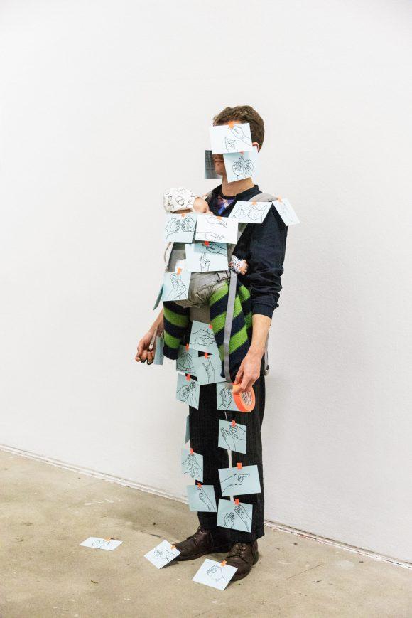 <p>Birgit Auf der Lauer & Caspar Pauli, GeburtshelferER, 2019, im Rahmen der Veranstaltung<i>B*tches & Babies</i>, KW Institute for Contemporary Art, 2019,Foto: Valerie Schmidt</p>