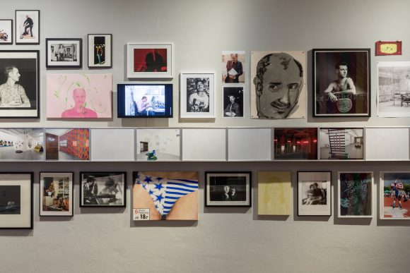 <p>Installationsansicht in der Ausstellung <em>TIES, TALES AND TRACES. Dedicated to Frank Wagner, Independent Curator (1958–2016)</em>, KW Institute for Contemporary Art, Berlin, 2019, Foto: Frank Sperling</p>