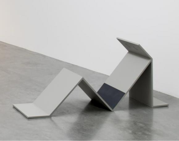 <p>Judith Hopf, <em>Untitled (LaptopMan2)</em>, 2010, Installationsansicht Frac Île de France Le Plateau, Paris</p>