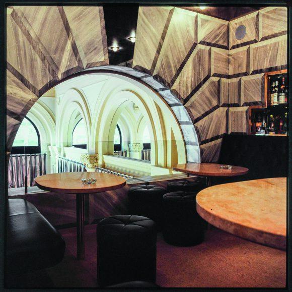 <p>Trix & Robert Haussmann, Da Capo Bar at Main station Zurich, 1979–80, photo: Alfred Hablützel, Courtesy Trix & Robert Haussmann</p>