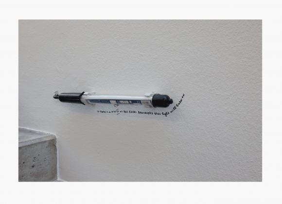 Nedko Solakov, Motiv #2, 'Emergency 1-15' (Alle 15 unterschiedlichen Zeichnungen sind unterschiedlich benannt), Preis: 1.500 Euro