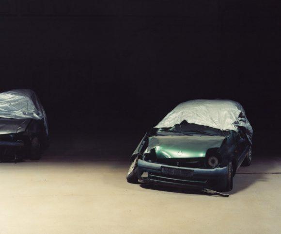 <p>Ricarda Roggan,<em>Aus der Serie Garage</em>, 2008</p>