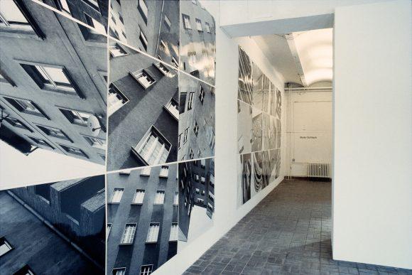 <p>Installationsansicht der Ausstellung von Bodo Schlack in den Kunst-Werken Berlin, 1996, Courtesy der Künstler, Foto: Bodo Schlack</p>