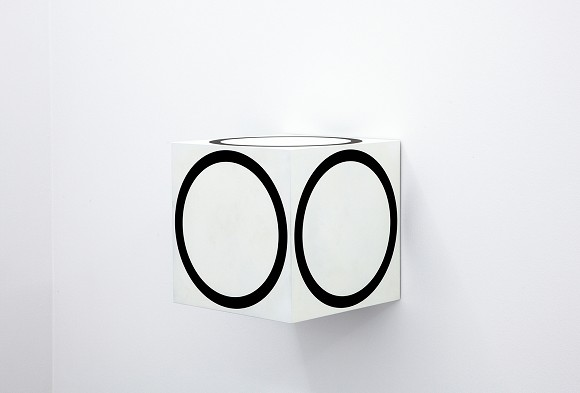 Channa Horwitz, Circles on a Cube, 1968/2011,<br>Varnish on wood, 40 x 40 x 40 cm,<br>Courtesy Estate Channa Horwitz and François Ghebaly Gallery, Los Angeles.<br>