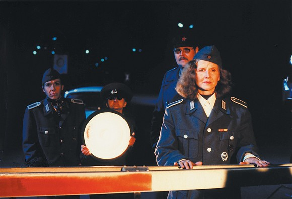 Christoph Schlingensief, DAS DEUTSCHE KETTENSÄGENMASSAKER, 1990, F. l. t. r.: Eva Maria Kurz, not reported, Mike Wiedemann, Irm Hermann, © Filmgalerie 451, Photo: Eckhard Kuchenbecker