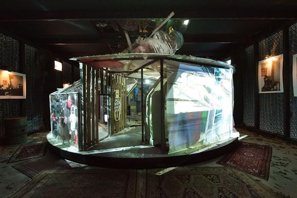 Animatographen Edition Parsipark (Ragnarök), 2005, Multimedia-Installation, 1.000 x 1.000 x 400 cm, Courtesy: Deichtorhallen Hamburg / Sammlung Falckenberg, Installationsansicht, Foto: Uwe Walter