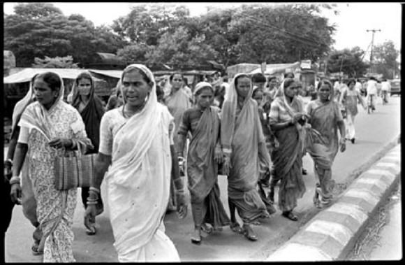 Production still from Molkarin, (Yugantar, India 1981)