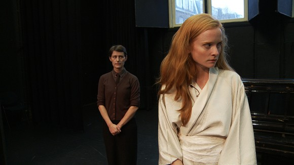 Nicoline van Harskamp, A Romance in Five Acts and Twenty-One Englishes, 2015, video still of live performance, camera by Jelle van der Does