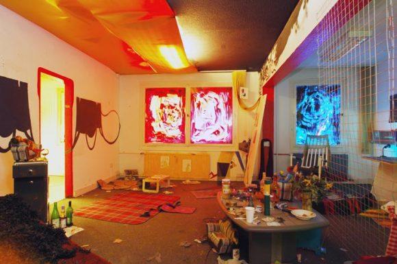 <p>Kai Althoff und Lutz Braun, <em>Kolten Flynn</em>, 2006, Installationsansicht der 4. Berlin Biennale im Büro im Plattenbau, Auguststraße 44, Vorderhaus, EG, Berlin 2006; Courtesy die Künstler; Foto Uwe Walter</p> <p></p>