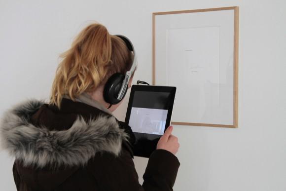 <p><em>Videowalk</em> through the exhibition <em>Ian Wilson</em>, 2017, Photo: Viktoria Pidust</p>